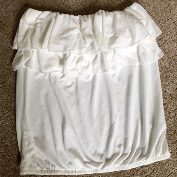 4bf9165186 American Eagle Outfitters Tops - American Eagle ruffle white tube top