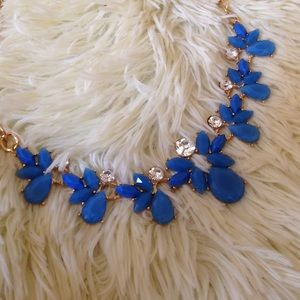 Jewelry - Elegant blue necklace set with earrings