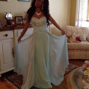 Tony Bowls Dresses & Skirts - 💎HP💎 Tony Bowls 114538 Sz 0 Ice Blue Prom Dress