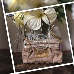 Coach Handbags - ❤️COACH POPPY WRISLET❤️