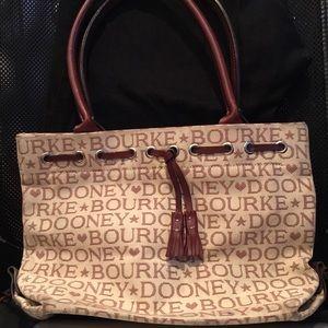 🔥Dooney & Bourke Bag-Medium Size
