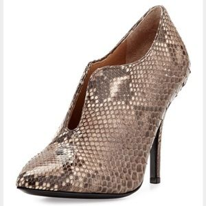 Vince Camuto Signiture