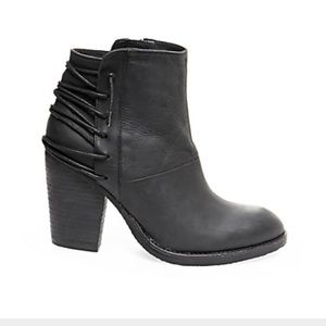 Shoes - Not selling... I'm searching for these. Help