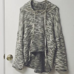 Tops - Cozy black and white slouch knit hoodie !