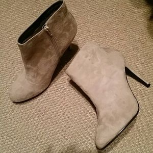 Rue 21 suede boots never worn