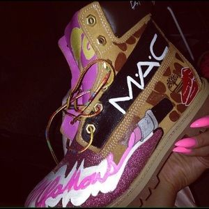 I Customize Sneakers .
