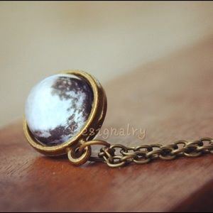 Jewelry - Moon in glass ball vintage necklace