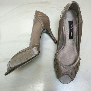 Nina Shoes - NWT Nina Falana heels