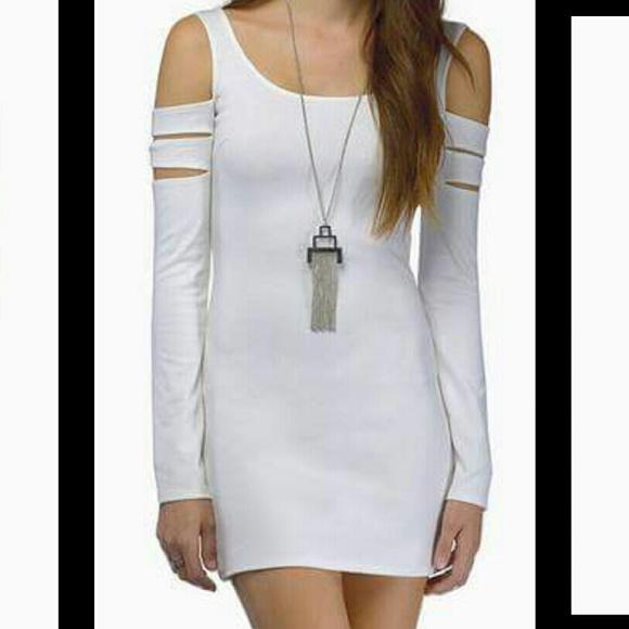Tobi Dresses & Skirts - Tobi midnight poison bodycon dress
