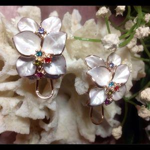 Jewelry - 💜Beautiful New 18K Gold Earrings