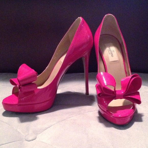 Valentino Shoes - 🎉LOWEST!🎉 🎀Valentino Couture Bow Patent Pumps🎀