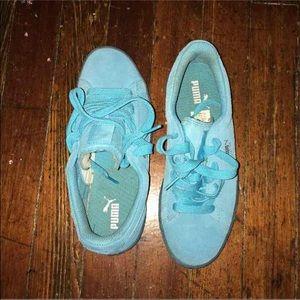 Suede Pumas (baby blue)
