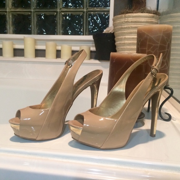 da4218eea3d2 Guess Shoes - Guess nude and gold peep toe sling back heels