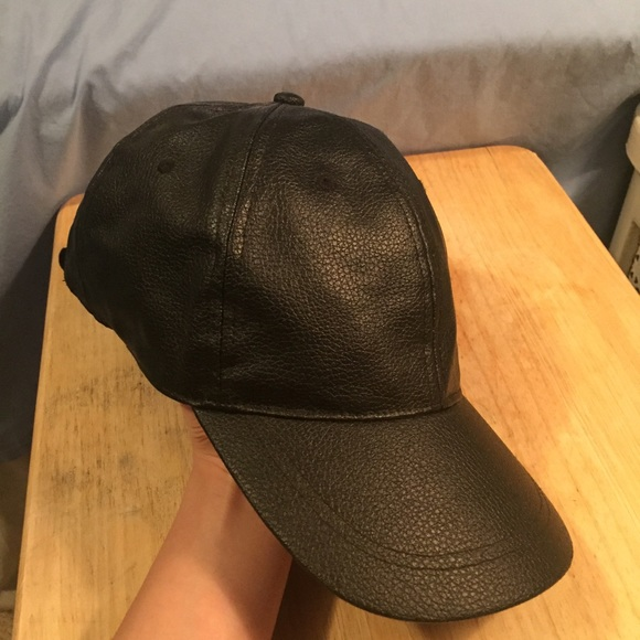 f15d25a3 Zara Men faux leather baseball cap in black