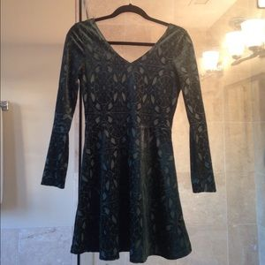 one clothing Dresses & Skirts - Green Velvet Lace Long sleeve Dress with Designs