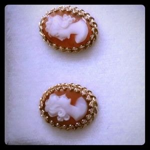 Jewelry - 14k cameo earrings