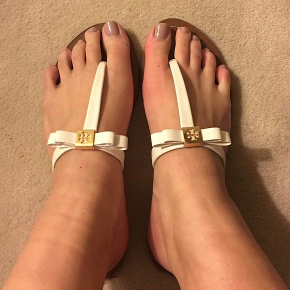 7a8bf71c0e6 Tory burch leighanne bow thong sandal. M 568f2046d6b4a1a7ce018bf5