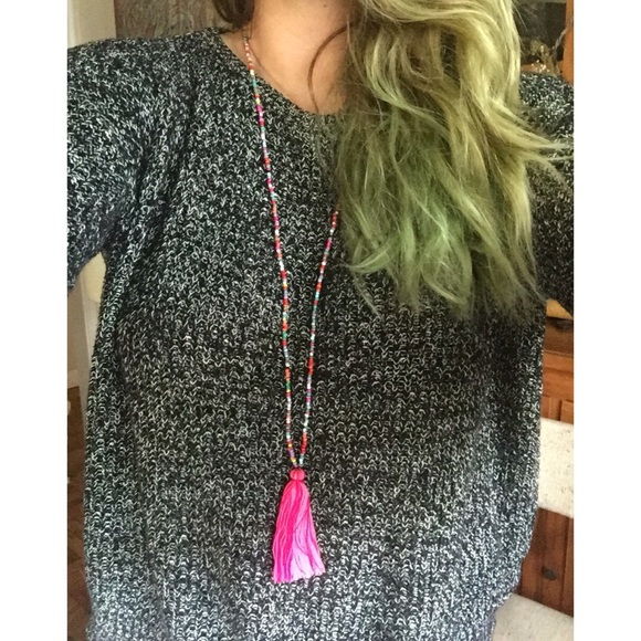 Jewelry - Long beaded necklace with hot pink tassel!