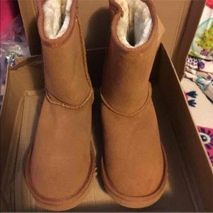 Shoes - Similar to Ugg's