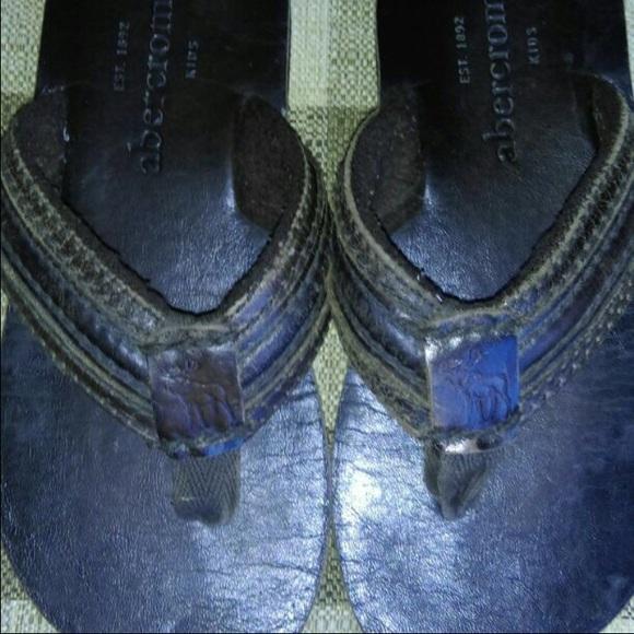 1fbe84d4587 Abercrombie   Fitch Shoes - ABERCROMBIE BOYS LEATHER FLIP FLOPS SZ 6