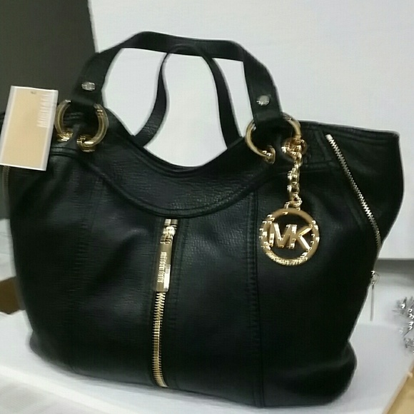 6a4cc2ea5778 Michael KORS Black Leather Purse. M 568f718ec7dcbfb28901fb97