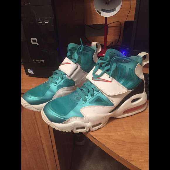 check out 05ee4 975eb Nike Air Max Express (Dolphins). Nike. M 569051b54e8d17a6ca0098a6.  M 569051b644adba691002b848. M 569051b7620ff76eba009886