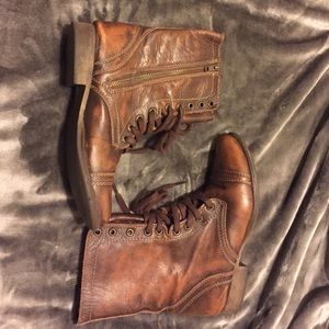 Cognac antique look leather boots