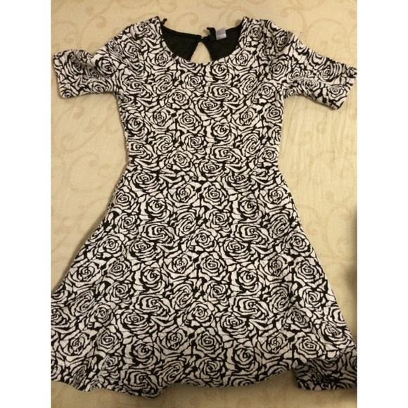 b4c45b63ea5 H M Dresses   Skirts - Black and White Rose Dress