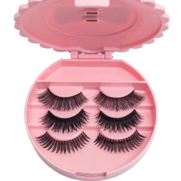 477d99d945 Cute Round Pink Eyelash Case. M_56905ff7ea99a660a802c138