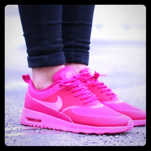 Hot pink nike Thea air max