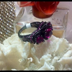 Jewelry - 💜Gorgeous 18K Black Gold Rose Red Lady Ring