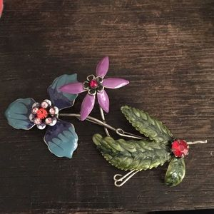 Gorgeous vintage flower brooch