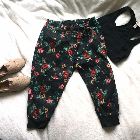 3e9bd6d8e77 WT02 Pants - ☀️FESTIVAL READY☀ NWOT Canvas Floral Capri Jogger