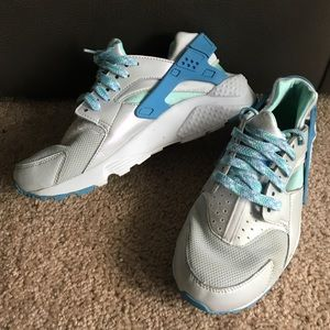 Nike Shoes - Nike Huaraches (Pearl, Grey, & Blue)