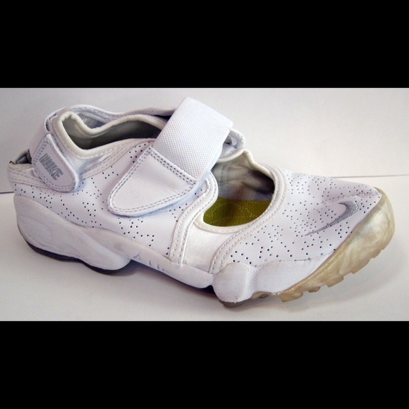 NIKE Women s Air Rift White Leather Split Toe Shoe.  M 5692a0d56e3ec2d86704f997 8c1a072b9