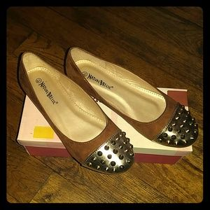 Shoes - Golden Brown Spike Style Shoes
