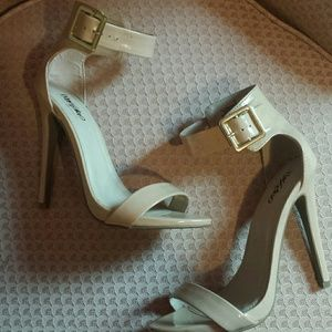 Shoes - Nude ankle strap heels!