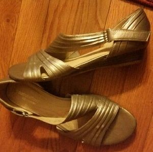 Naturalizer Shoes - ??HOST PICK??Naturalizer Open Toe Sandals - Sz 7