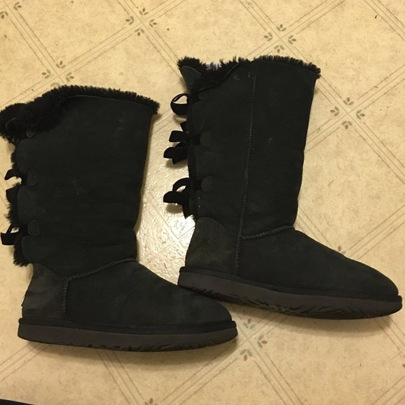 Used UGG Women's Bailey Bow Tall size 6!