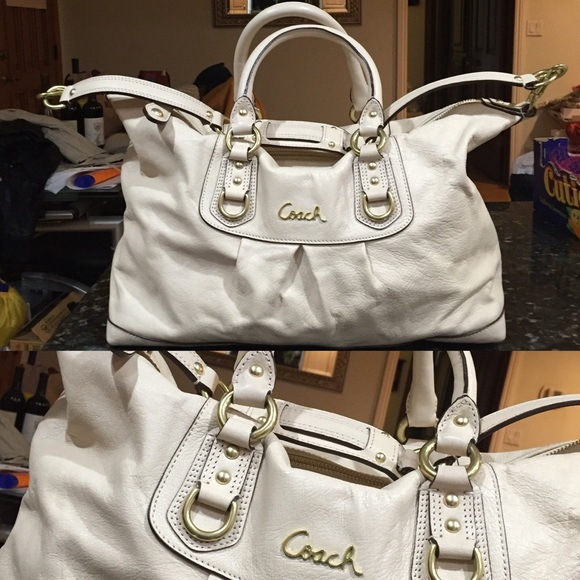 b37cd7b040 Coach Bags | Cream Leather Purse With Gold Hardware | Poshmark
