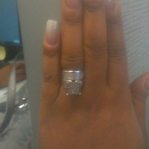 Jewelry - Engagement ring with band
