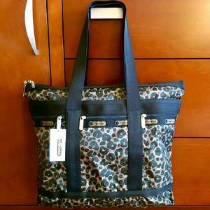 LeSportsac Handbags - LeSportsac Cheetah Print Tote🎉3xHP