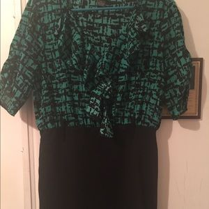 Black/green dress, size large. Only worn once.