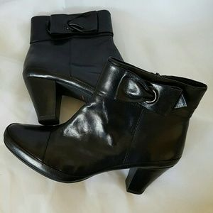Clark's Ankle Boots Black Leather Size 9.5 Medium