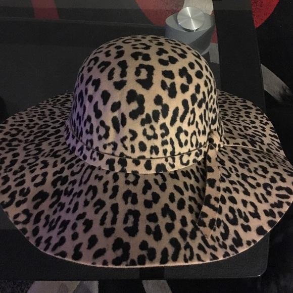 900157ec022e4 Accessories - Leopard print floppy hat.