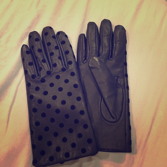 51d36401e0b57 ... THIS ITEM IS SOLD! Black leather polka dot gloves.  M_5694976df09282436f008cfa