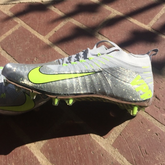 Nike Vapor Ultimate football cleats- Men's