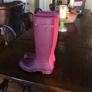 Brand new watermelon Hunter stripe boots!