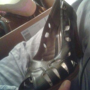 Bongo heels