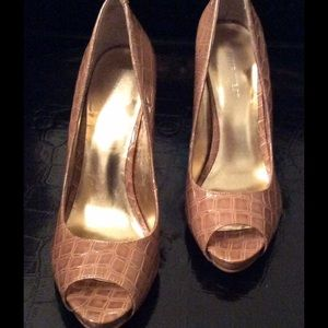 $98 NINE WEST Nude Croc Peep-Toe Heels sz 6 - NEW